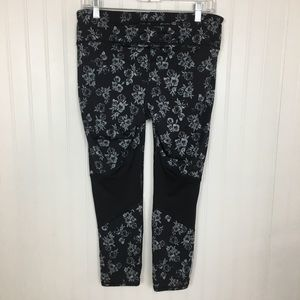 Old Navy active wear capris pants black silver L